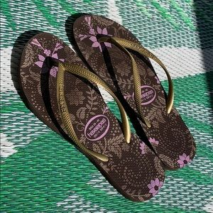 Havaianas | Brown with flowers